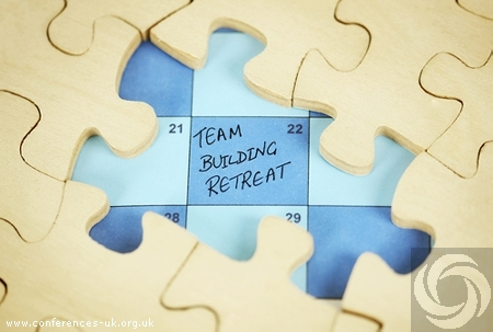 How to Find the Perfect Meeting Venues for Your Team Building Retreat