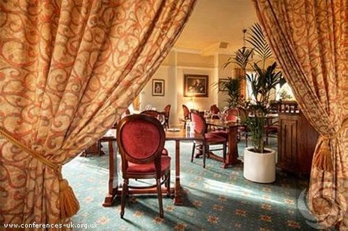 cedar_hotel_westbury