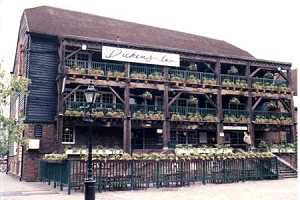 dickens_inn_london_e1