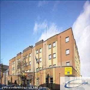 express_by_holiday_inn_belfast-university_street