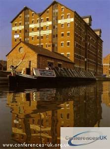 national_waterways_museum_-_gloucester_docks